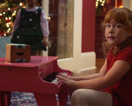 亚马逊唱歌盒在今年的亚马逊圣诞节广告中回归