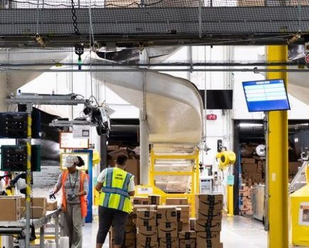 亚马逊新增20万名员工来帮助应对旺季