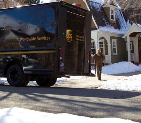 联合包裹(UPS)和联邦快递(FedEx)在最后一英里附加费上存在分歧
